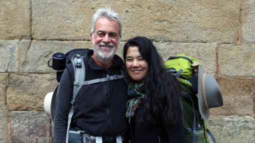 El australiano Andrew Schroth y la coreana Hae Kyung Yooru han seguido hasta Fisterra, el punto donde el océano Atlántico irremediablemente impide continuar avanzando