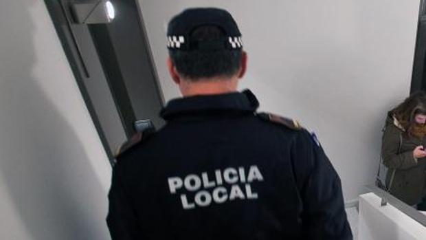 Un agente de la Policía Local