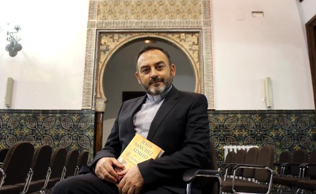El sacerdote y escritor, Jesús Sánchez Adalid, con su nueva novela
