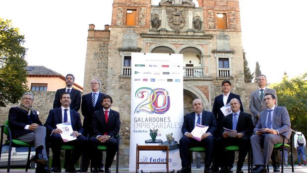 Patrocinadores y responsables de Fedeto antes de dar a conocer el fallo de los galardonados
