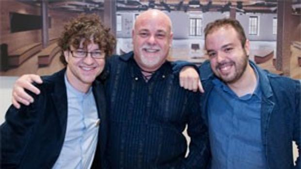 Carlos Cano, Aldo Méndez y el pianista toledano Hernán Milla(a la derecha), autores del libro