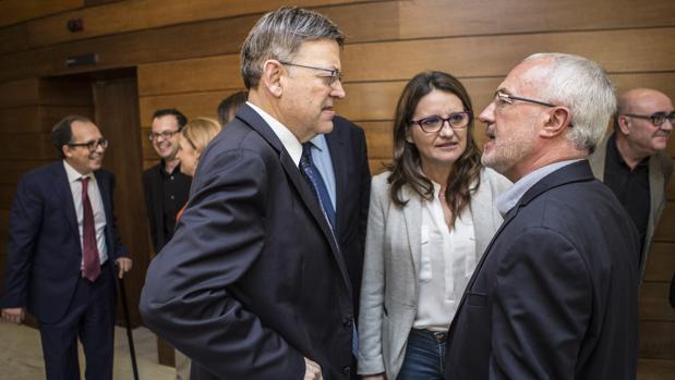 Imagen de Puig, Oltra y Montiel tomada en las Cortes Valencianas