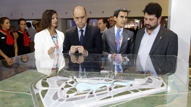 Echávarri, en el reciente congreso nacional de centros y parques comerciales celebrado en Alicante