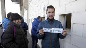 Largas colas en Salamanca para comprar una entrada para el Guijuelo-Atlético Madrid