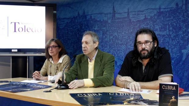 Ana María Gómez, diputada provincial; José María González, concejal, y Gabriel Castaño, director de Cibra