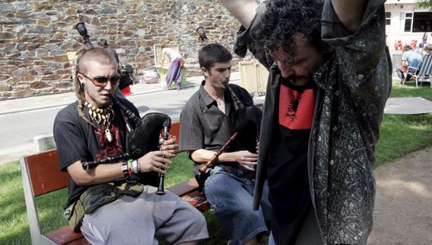 Condenados a tres años de cárcel por vender drogas con un megáfono en un festival de folk