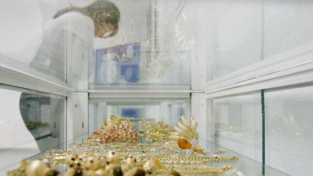 Una vitrina con joyas robadas en su interior, en una imagen de archivo