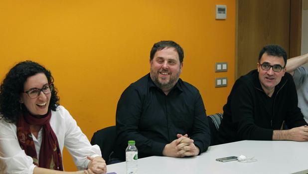 Lluis Salvadó, junto a Oriol Junqueras y Marta Rovira, en una reunión de la dirección de ERC