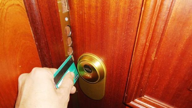 Los ladrones entraban en las viviendas mediante el «método del resbalón»