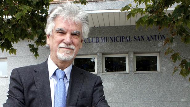 Santaigo García-Clairac posa en el Club Municipal de San Antón