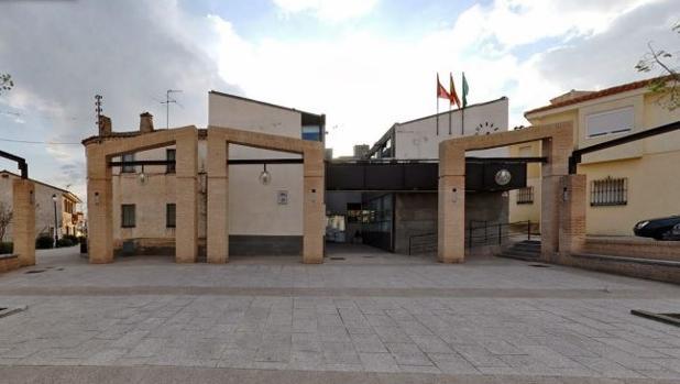 Fachada del Ayuntamiento de Serranillos del Valle
