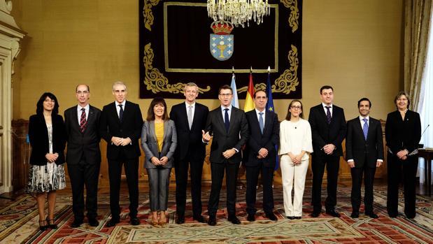 Feijóo junto a su equipo de gobierno durante la toma de posesión