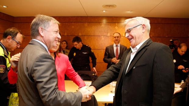 El delegado del Gobierno saluda al alcalde de Valencia