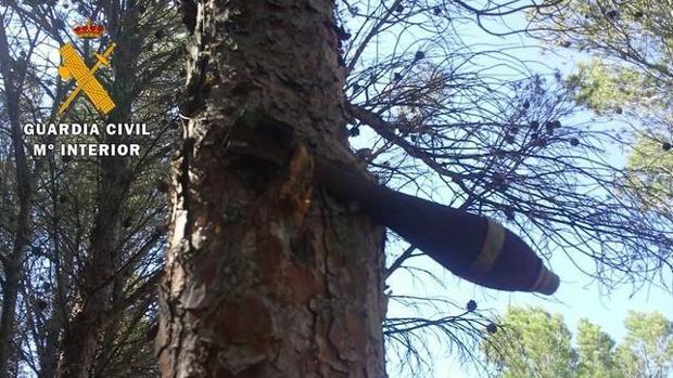 Bomba de la Guerra Civil que apareciió colgada de un pino en Teruel hace un par de años
