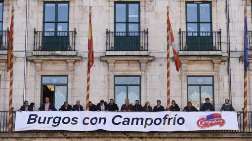 Pancarta de apoyo a la empresa en el Ayuntamiento de Burgos