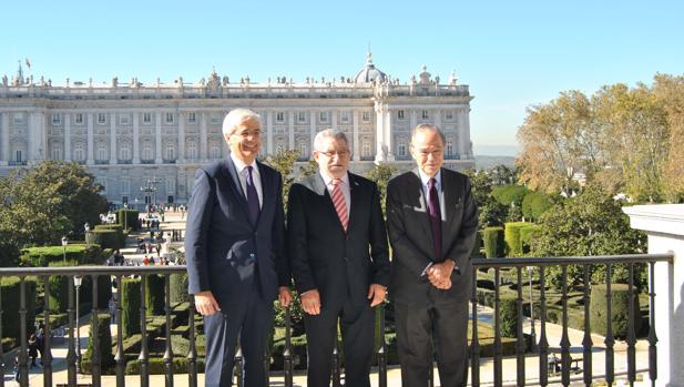 El director general del Teatro REal, Ignacio García-Berenguer, con Ángel Felpeto, y el presidente del Patronato de la Fundación del Teatro Real, Gregorio Marañón