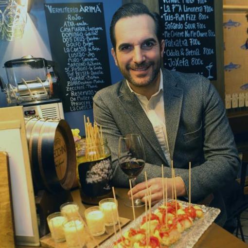 El chef Mario Sandoval, ayer, en uno de las barras participantes