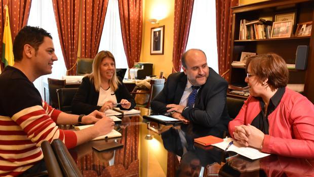 El vicepresidente regional y la delegada de la Junta se han reunido con la alcaldesa de Tomelloso