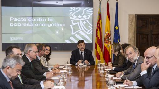 Imagen de la reunión del pacto contra la pobreza energética