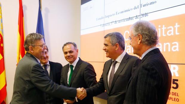 Imagen de Ximo Puig junto a miembros de Exceltur tomada este jueves
