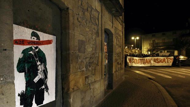 Una imagen contra la Guardia Civil en Alsasua, Navarra