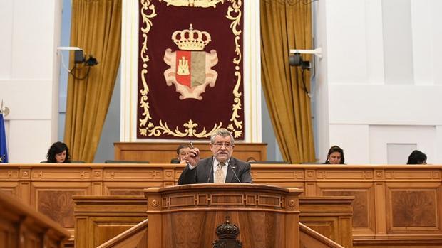 El consejero Ángel Felpeto durante su intervención en el Pleno