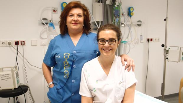 Dos de las enfermeras galardonadas por su trabajo sobre nutrición en pacientes en radioterapia