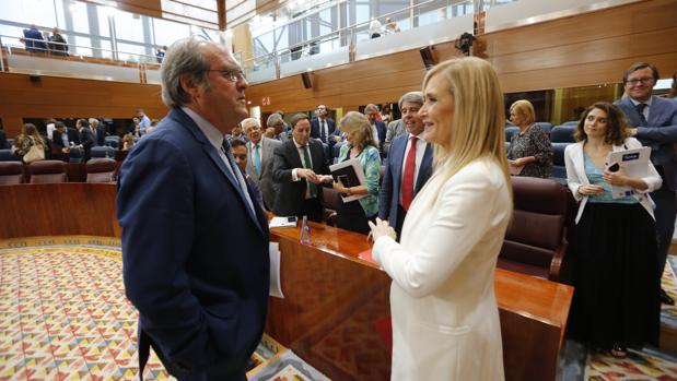 Ángel Gabilondo conversa con Cristina Cifuentes en la Asamblea de Madrid