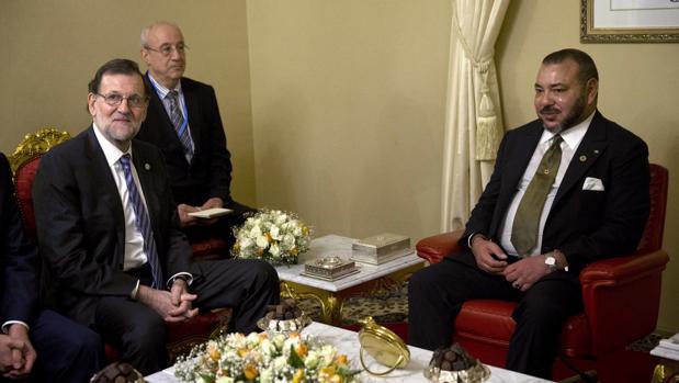 Mariano Rajoy, con el Rey Mohamed VI el martes en Marrakech