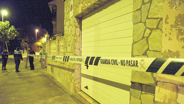 La Guardia Civil acordona la zona donde se encontraron los cadáveres