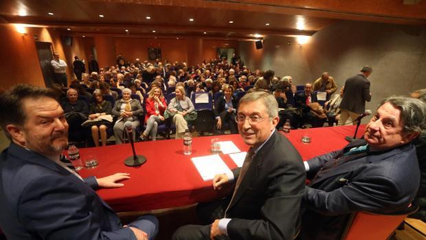 El director de ABC, el periodista Juan Vicente Boo y Francisco Vázquez, exalcalde de La Coruña y exembajador