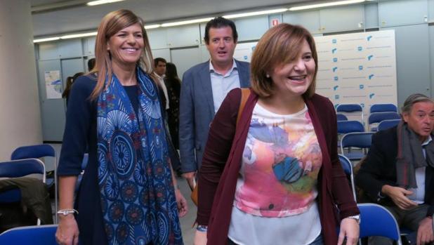 Bonig (derecha), delante de Asunción Sánchez Zaplana y Císcar, este viernes en Alicante
