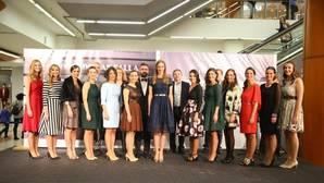 Las normas para las falleras de Valencia: ni escotes ni faldas cortas