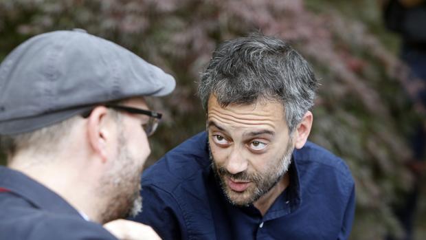 El alcalde de La Coruña, Xulio Ferreiro, conversa con el de Santiago, Martiño Noriega