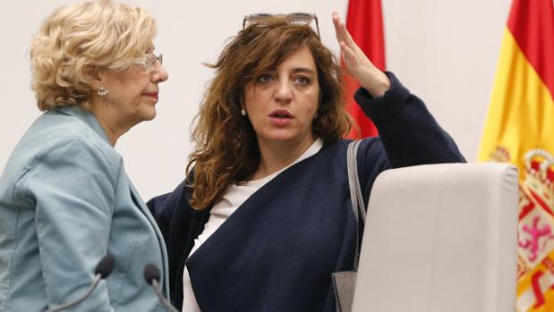 Manuela Carmena, junto a Celia Mayer