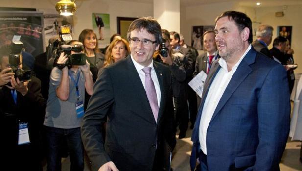 Puigdemont y Junqueras durante la inauguración esta noche de la XXI Trobada d'Economia a S'Agaró