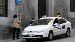Las ambulancias ven con «estupor» que los taxis lleven pacientes