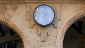 Salamanca blinda el medallón de Franco en la Plaza Mayor