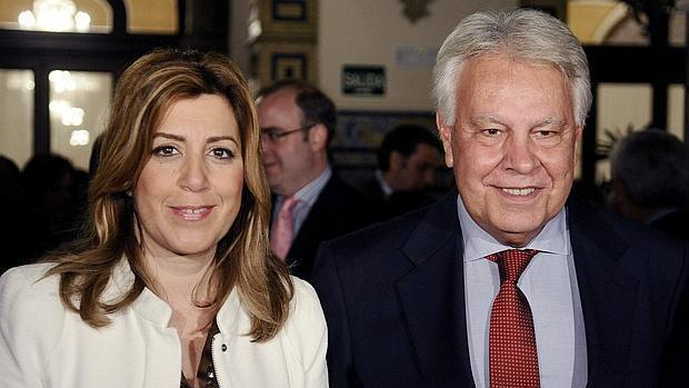 El expresidente del Gobierno Felipez González, con la presidenta de la Junta de Andalucía, Susana Díaz