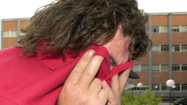 Sito Miñanco oculta su rostro en una de sus últimas detenciones