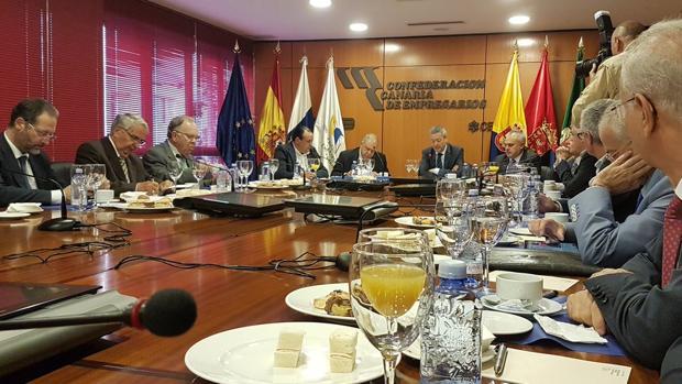 Reunión de Martínez Mongay con la Confederación Canaria de Empresarios en Las Palmas capital