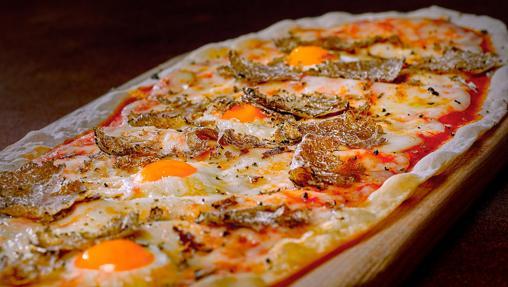 Las pizzas ovaladas son marca de la casa en la Trattoria Don Lisander