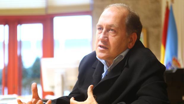 Xoaquín Fernández Leiceaga durante la entrevista con ABC