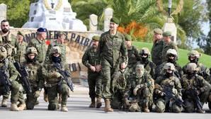 El Rey asiste al arranque de las maniobras antiterroristas con los nuevos helicópteros «Caimán»