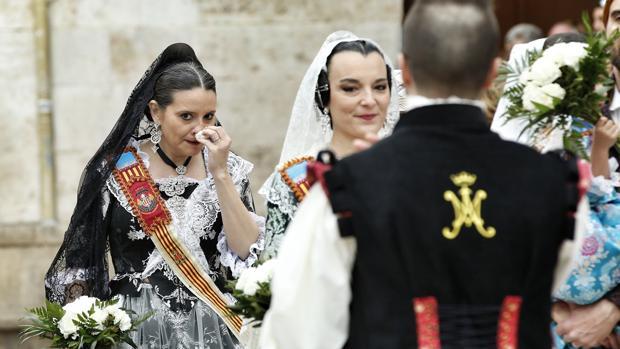 Imagen de Mónica Oltra, a la izquierda, en la Ofrenda a la Virgen de los Desamparados