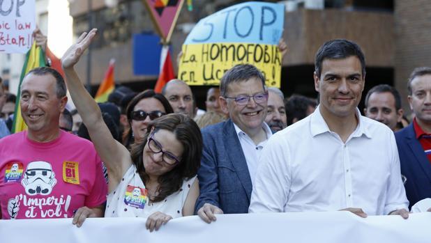 Imagen de Puig, Sánchez y Oltra tomada durante una manifestación en Valencia