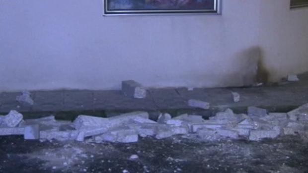 Restos del balcón de un segundo piso que se desprendió en Cedeira y causó una víctima mortal