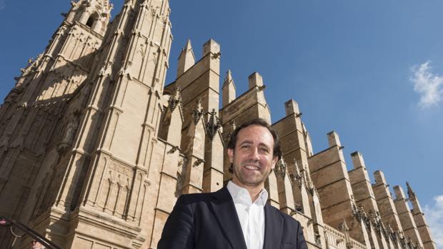 Bauzá presentó su candidatura frente a la Catedral de Palma