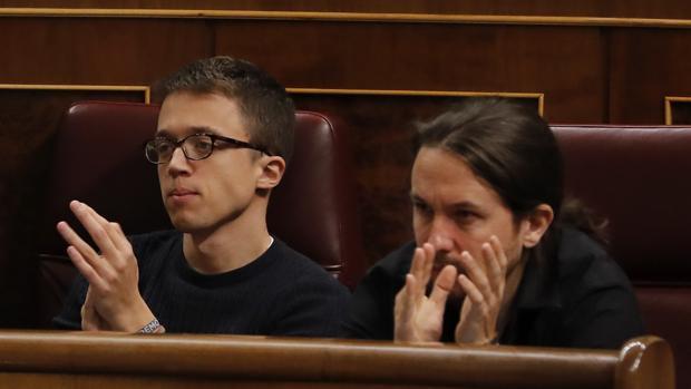 Íñigo Errejón junto a Pablo Iglesias en el Congreso de los Diputados