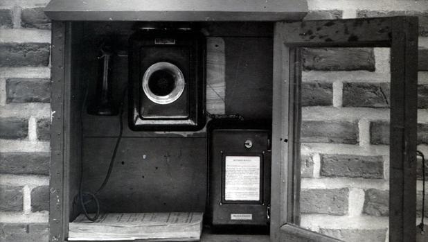 El primer teléfono público de Madrid